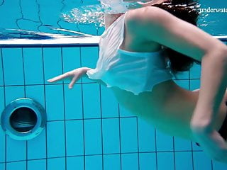 Birtakik pussy underwater hot Alla shows