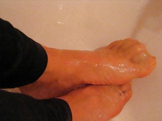 My feet nylon trensparent in the shower