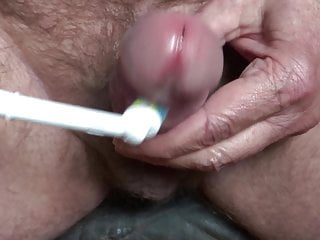 nice cumming by massaging my glans with a toothbrush