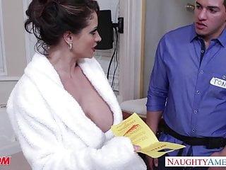 La mamma arrapata Eva Notty fa una sega