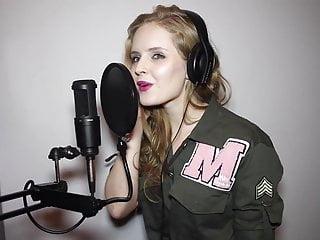 Olga Kalicka i jej seksowne usta podczas spiewania