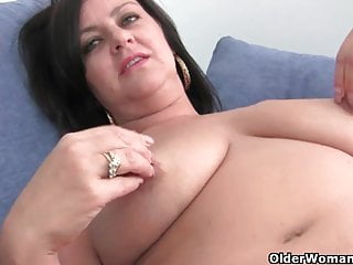 Matura mamma calcio con grandi tette viene dita