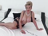 MILF Lady Sonia fuck her pussy and cum