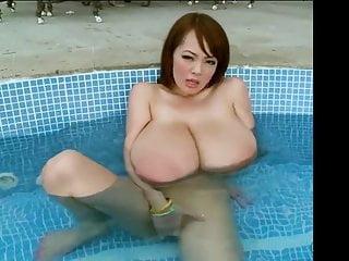 Hitomi 6 - Bigger