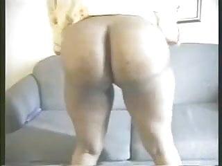 Booty bounce...