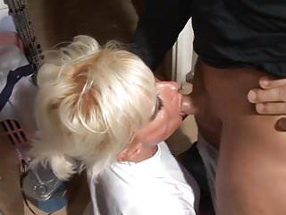 Mama schluckt sperma