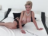 Sonia cums several times while being fingered