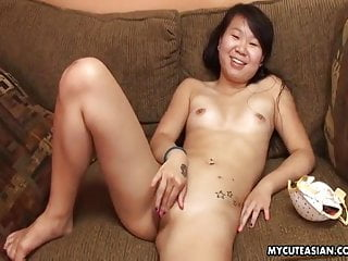 Cute dark haired slut from asia fingering...
