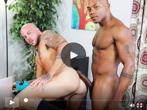 Osiris scopa Sean con il suo grosso cazzo nero