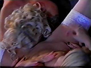 monica moore et une blonde en trio