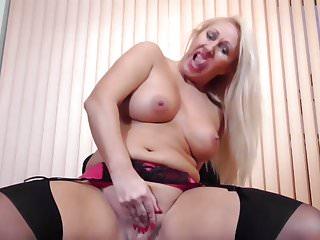 Madre britannica matura con vagina molto affamata