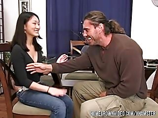 伊芙琳·林(Evelyn Lin)在早期本地出產時需要大公雞