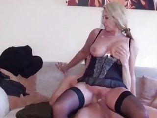 sexy reife Frau in Dessous wird von ihrem Stiefsohn gefickt - Bild 9