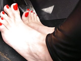 High Barefoot Pumping and in Pedal Heels