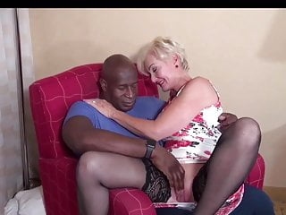 Blqcl Spade up Interracial Mature Bull with meets Queen
