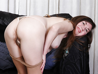 Susana moore from the usa is toying...