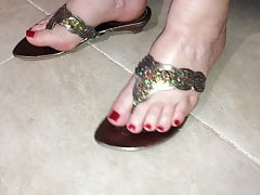 Classy old school thong sandals
