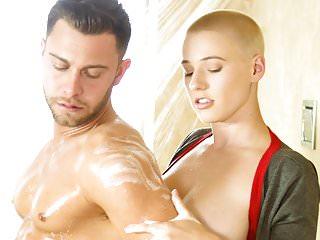 La bambina di calcio Riley Nixon e il suo massaggio segreto