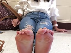 College Girls Spreads Her Toes