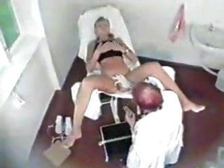 VOYEUR: Blonde Sau beim schmierigen Gynekologen!